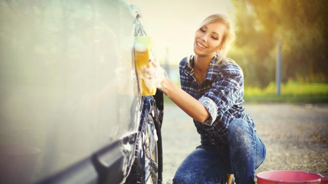 定期的に洗車しよう!洗車時に注意するポイントは?
